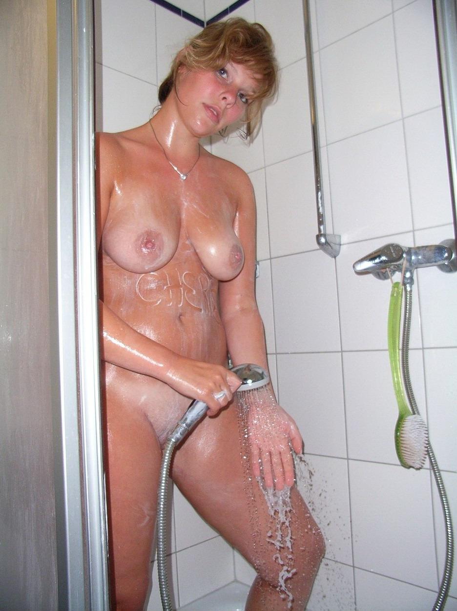 Толстые бабы моются в душе 14 фотография