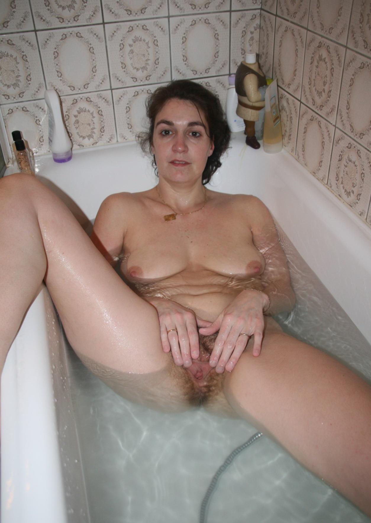 Сын мылся в ванной а мать увидела порно 11 фотография